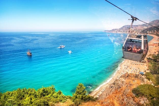 Dinde. vue depuis les cabines du téléphérique de la ville d'alanya t cleopatra beach