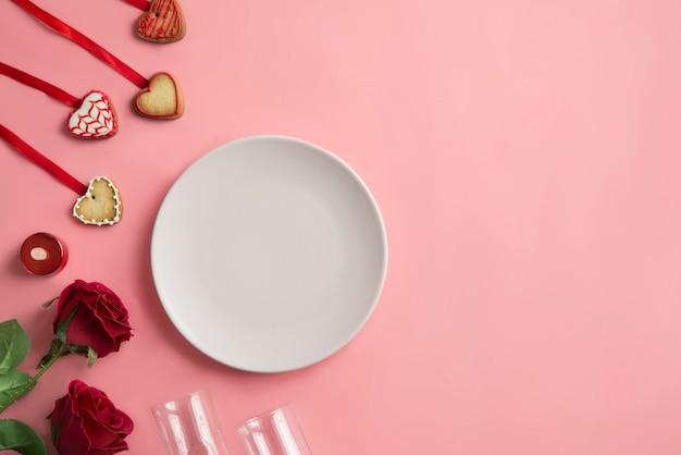 Dîner romantique - réglage de la table pour la saint valentin