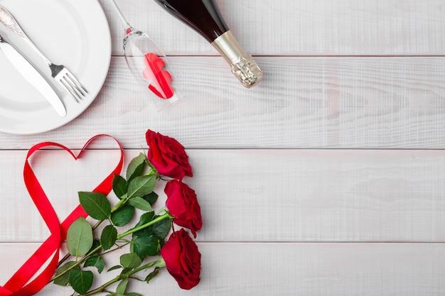 Dîner saint valentin romantique cadre festif