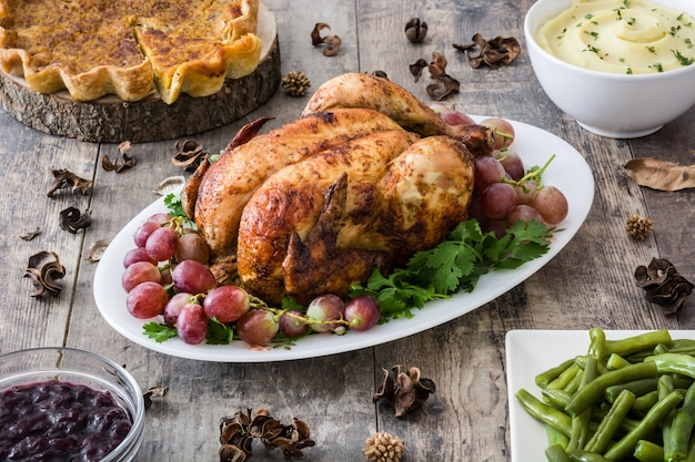Dîner de thanksgiving sur bois rustique
