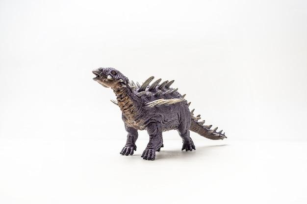 Dinosaure polacanthus sur fond blanc