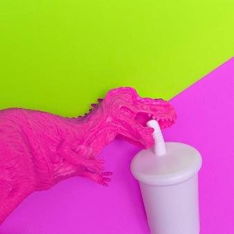 Dinosaures en plastique accro au soda art drôle minimaliste à plat