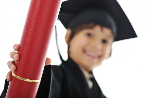 Diplôme diplômé petit enfant étudiant, école primaire réussie