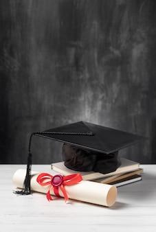 Diplôme de fin d'études et toge hat