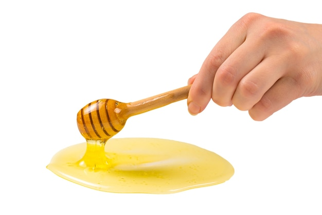 Dipper avec du miel dans la main de la femme. espace pour le texte ou la conception.