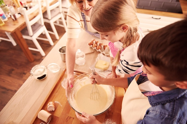 Directement au-dessus du plan de fabrication de pâte