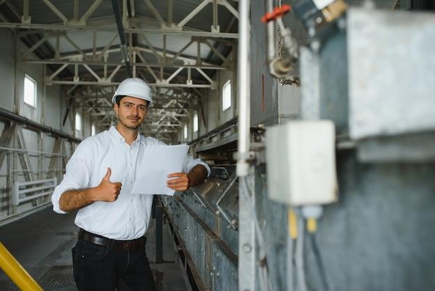 Directeur d'usine en inspection de fabrication