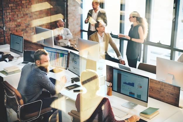 Discussion d'équipe de marketing d'entreprise concept d'entreprise