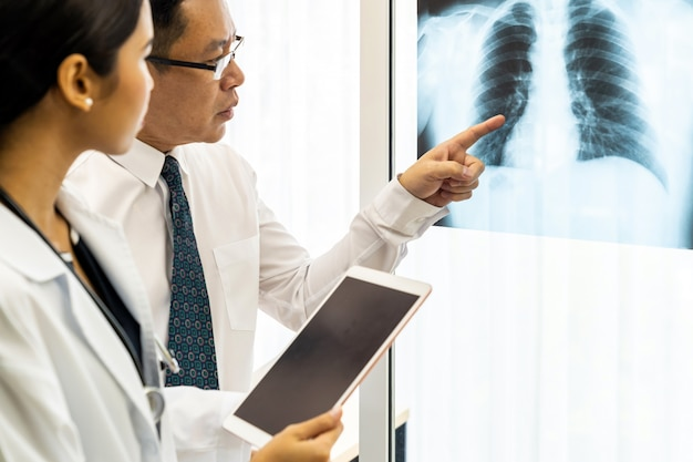 Discussion de médecins professionnels