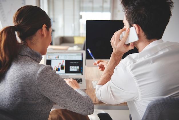 Discussions sur les projets d'entreprise et les graphiques