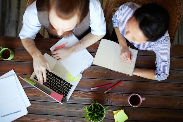 Discuter des idées en ligne