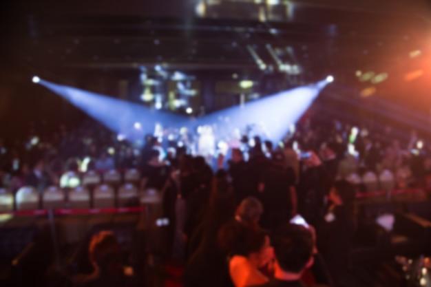 Disfocus du thème de la cérémonie de remise des prix créatif avec un éclairage tamisé. fond pour concept d'affaires