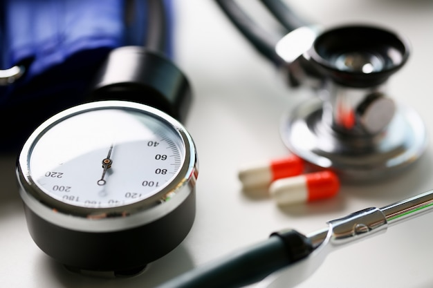 Dispositif de mesure de la pression artérielle chez le médecin