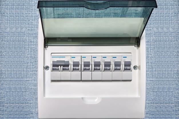 Dispositif de protection contre les surintensités ou disjoncteurs miniatures.