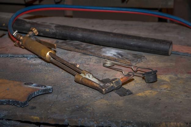 Dispositif de travail de coupe ou de soudage, tete de coupe au gaz pour soudeur en usine