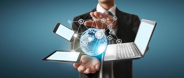 Dispositifs de technologie de technologie connectés les uns aux autres dans les mains