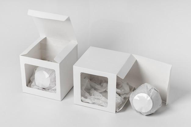 Disposition à angle élevé de bombes de bain emballées