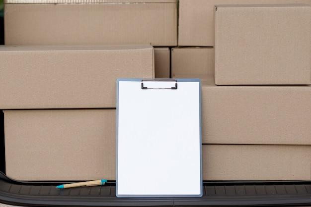 Disposition des boîtes avec presse-papiers