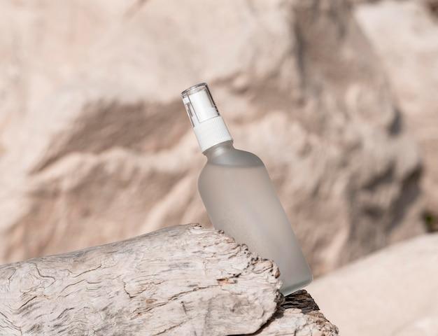 Disposition de la bouteille de produit de beauté pour la peau