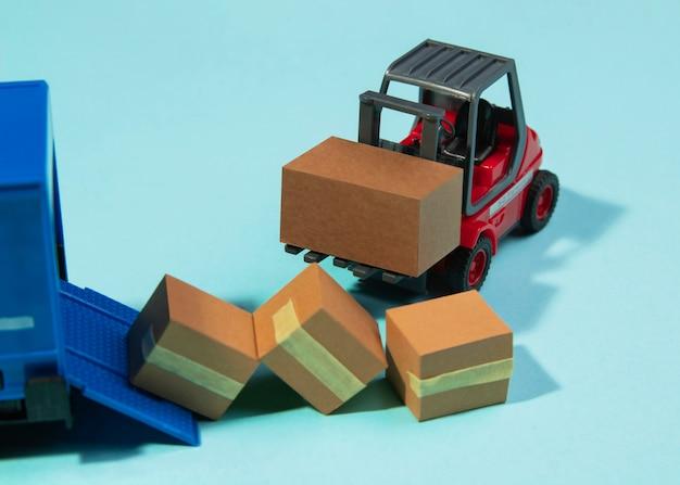 Disposition avec caisses de transport de chariots élévateurs