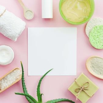 Disposition des crèmes pour le spa et espace de copie du savon