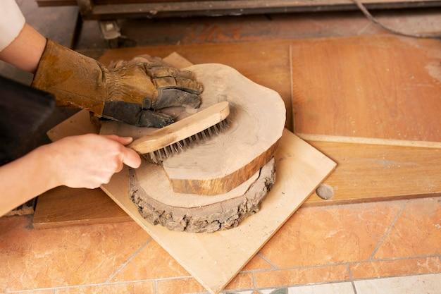 Disposition de différentes pièces en bois pour l'artisanat