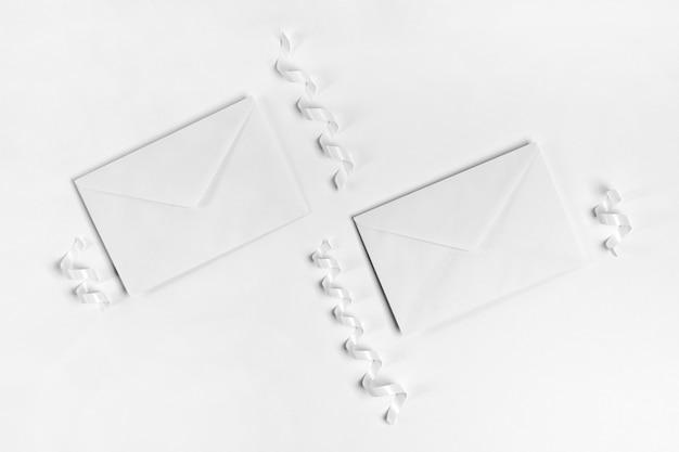 Disposition des enveloppes vue de dessus