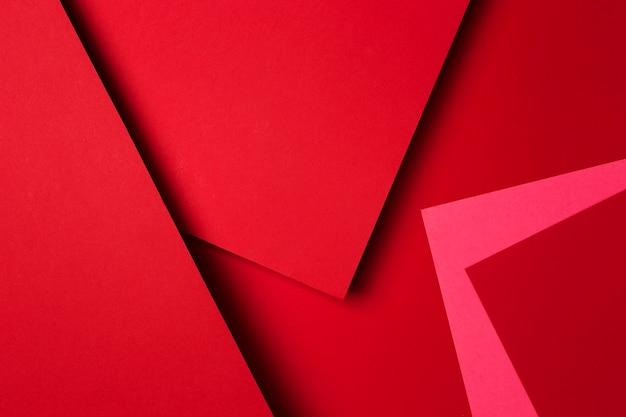 Disposition des feuilles de papier rouge