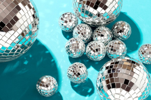 Disposition de globes disco à plat