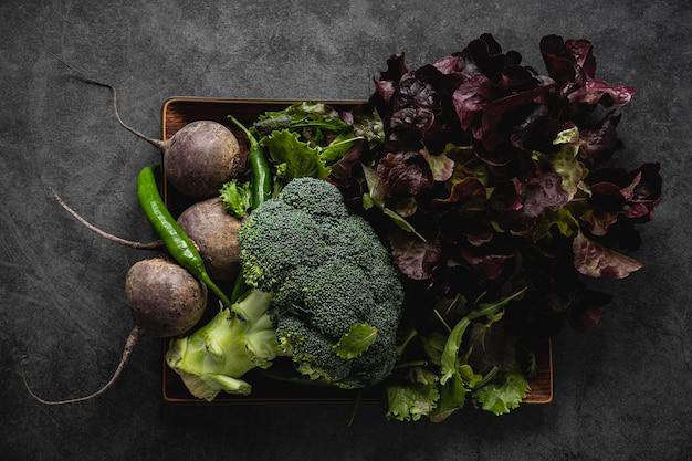 Disposition des ingrédients de la salade