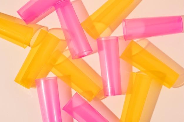 Disposition D'objets En Plastique Non écologiques Photo gratuit