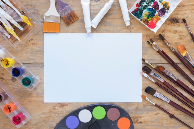 Disposition de papeterie professionnelle pour artiste