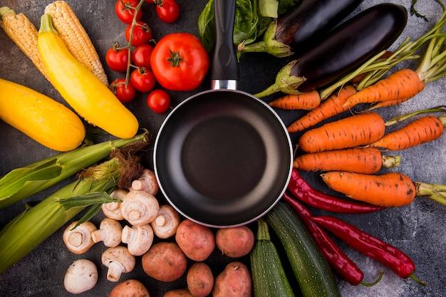 Disposition à plat de différents légumes