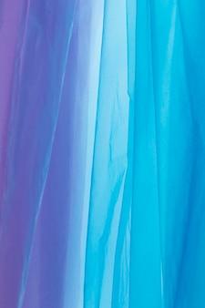 Disposition à plat de sacs en plastique de différentes couleurs