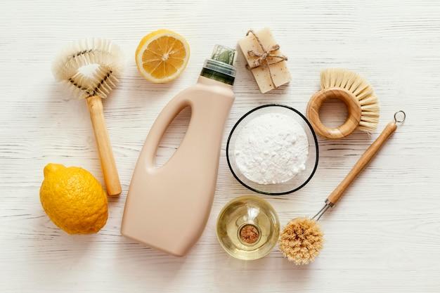 Disposition des produits de nettoyage à plat