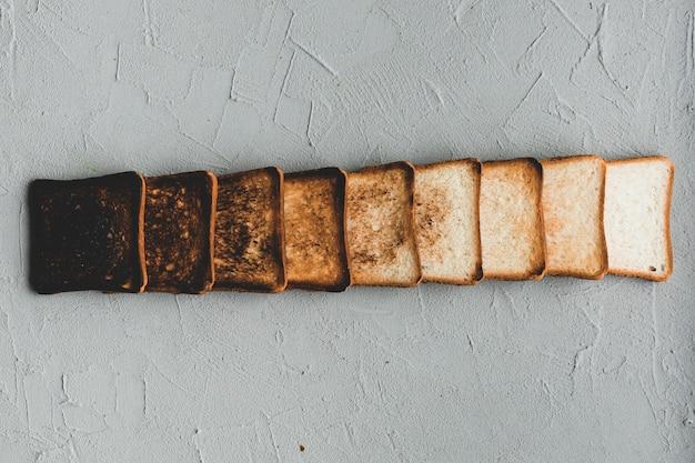 Disposition des tranches de pain brûlées progressivement