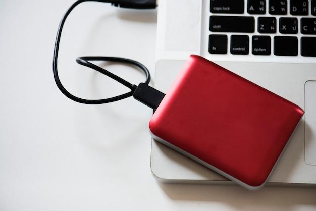 Disque dur externe connecté à un ordinateur portable