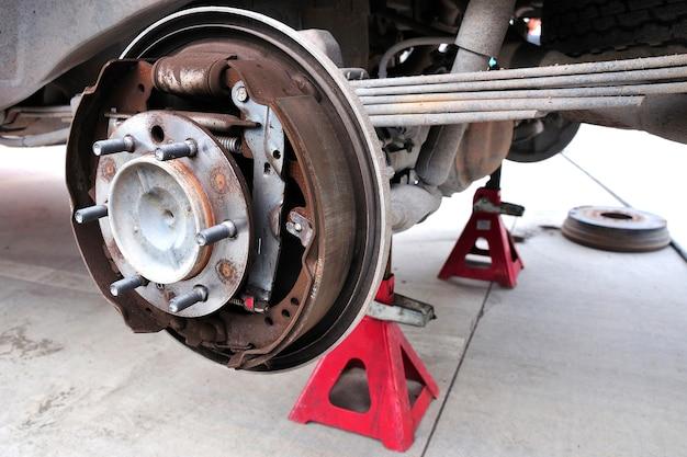 Disque de frein et détail de la roue