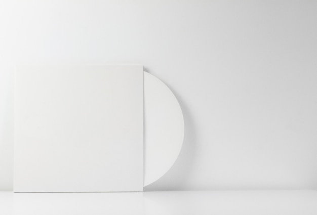 Disque vinyle blanc, dans sa boîte blanche, avec un espace vide pour écrire.