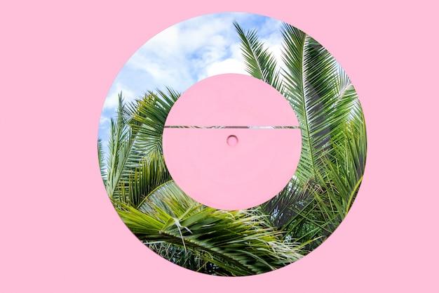 Disque vinyle avec des palmiers. une variante de conception d'un disque vinyle. technique mixte.