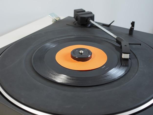 Disque vinyle sur platine