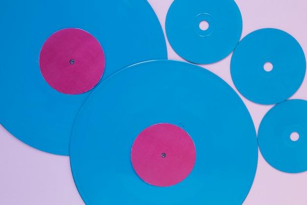 Disques vinyles et disques compacts