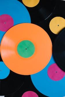Disques vinyles multicolores