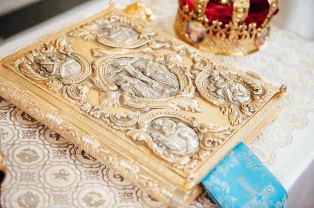 Divers accessoires pour le mariage à l'église