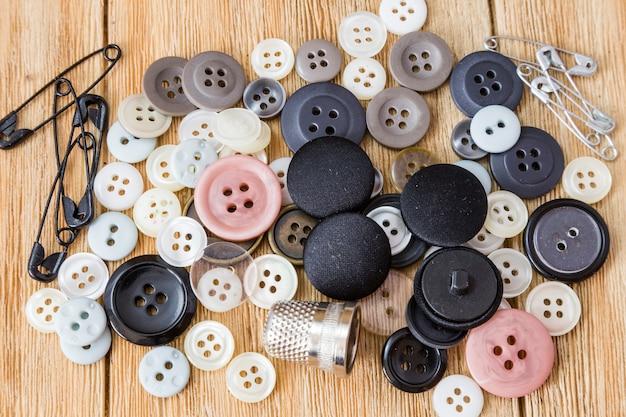Divers boutons de couture