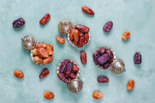 Divers de dattes séchées ou kurma.