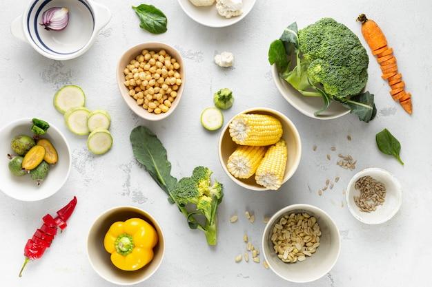 Divers ingrédients végétariens frais pour la cuisson des aliments végétaliens ou végétariens vue de dessus