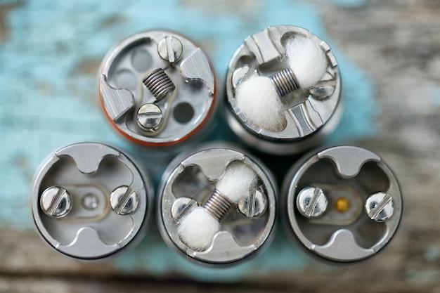 Divers micro-bobine unique avec mèche en coton dans un équipement de vaporisation d'atomiseur goutte à goutte reconstructible haut de gamme