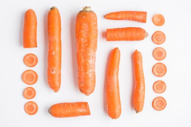 Divers morceaux de carottes coupées