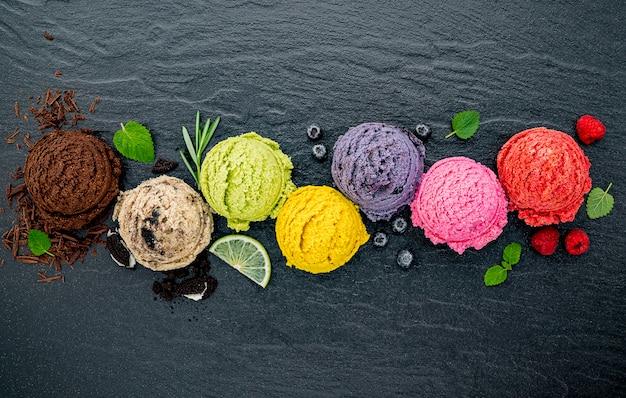 Divers plans d'une boule à saveur de crème glacée